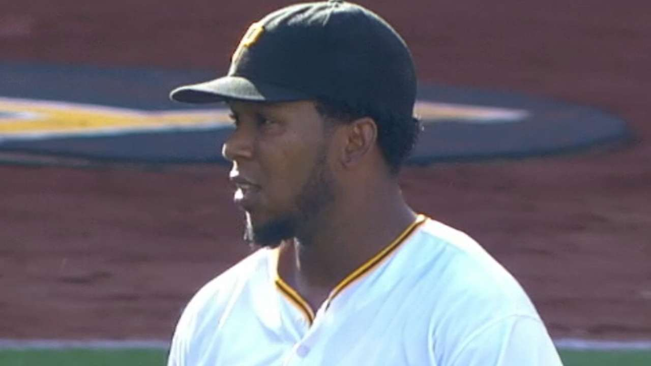 Brewers sign Neftali Feliz