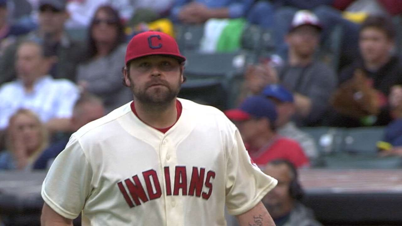 Chamberlain signs with Brewers