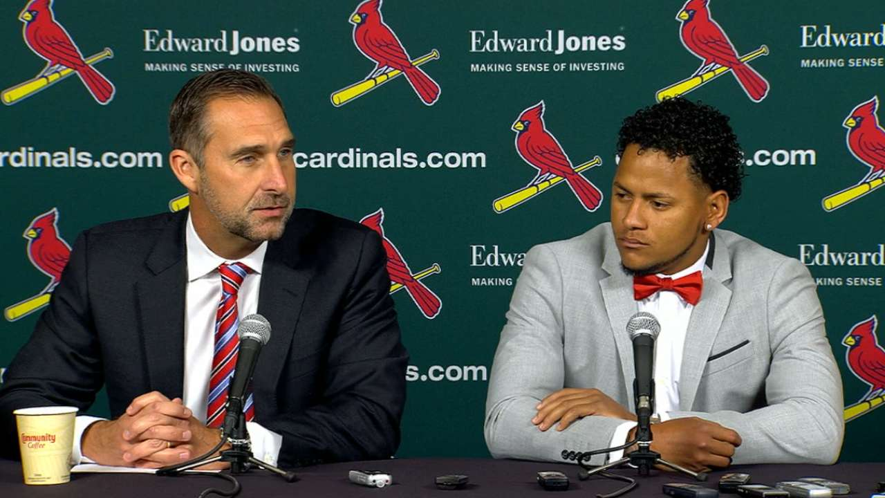 Cardinals, Martinez agree to 5-year extension
