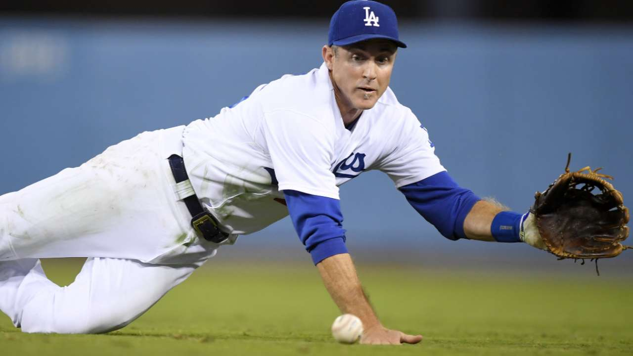 Dodgers agree to bring back veteran Utley