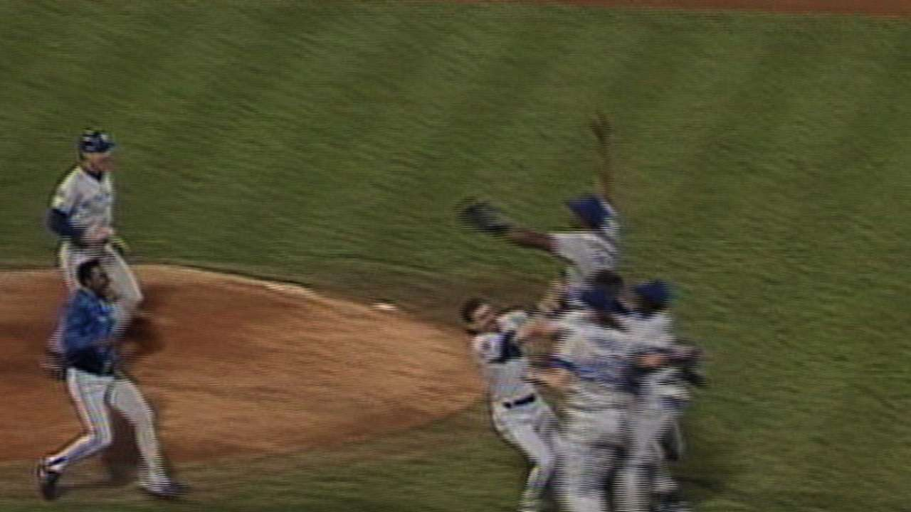 '92 WS, GM 6: Blue Jays win it!