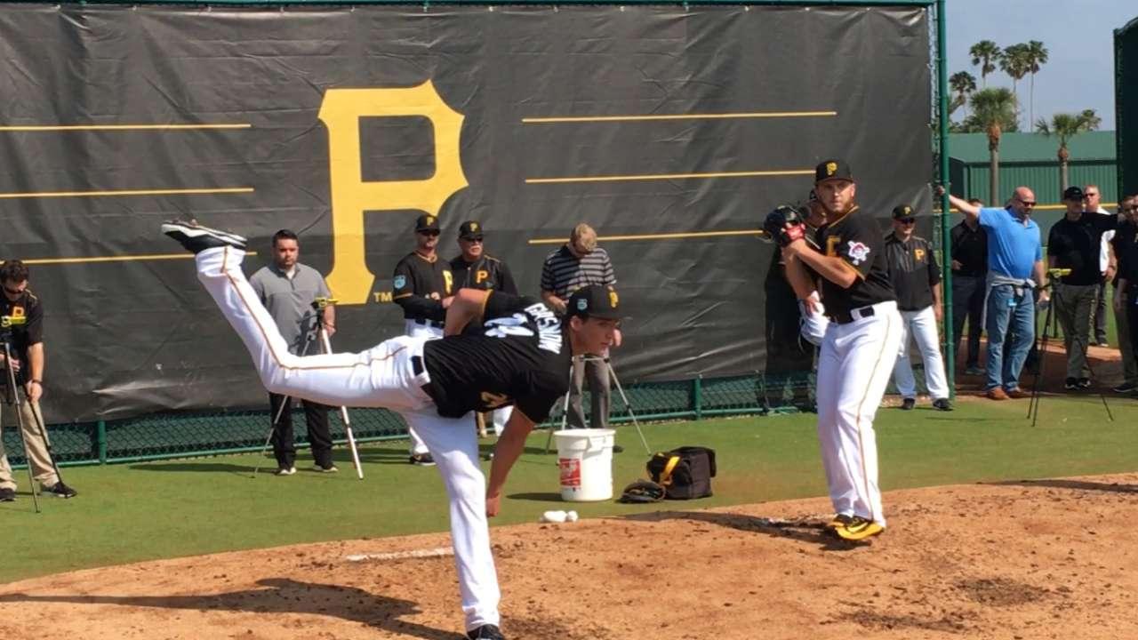 Huntington on pitching staff