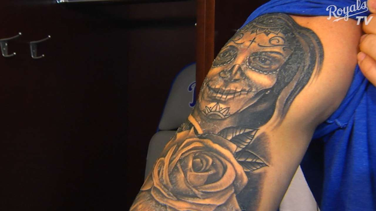 Orlando honors wife with tattoo on right arm