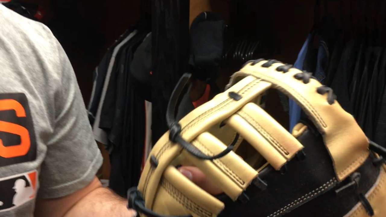 Happy Glove Day: Giants get new leather
