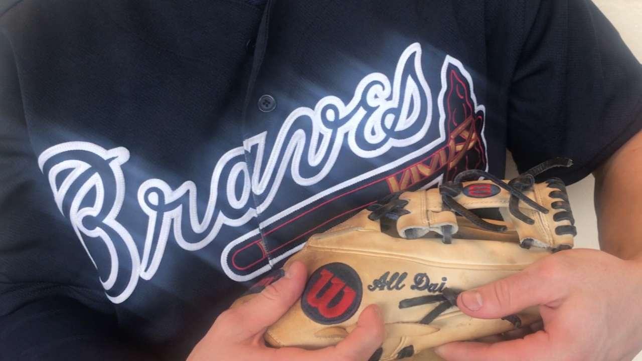 Swanson gets custom glove to honor fallen friend