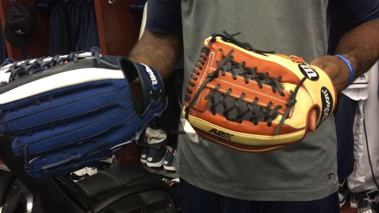 Glove Day a lot like Christmas for Padres