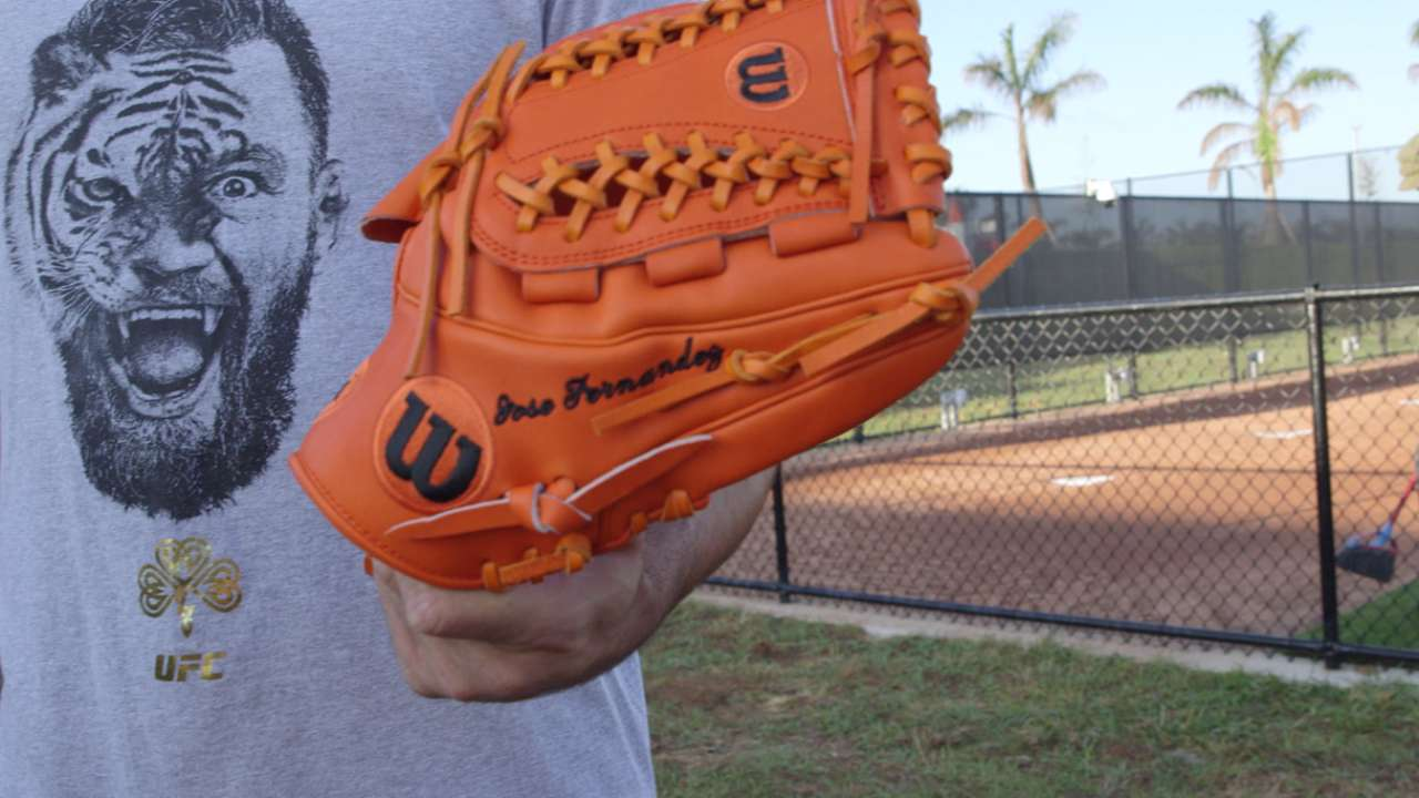 McCullers' new gloves honor friend Fernandez
