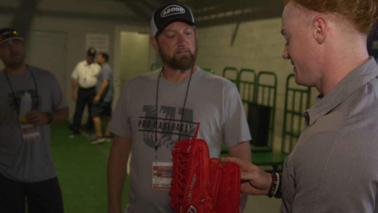 Frazier gets new Wilson gloves