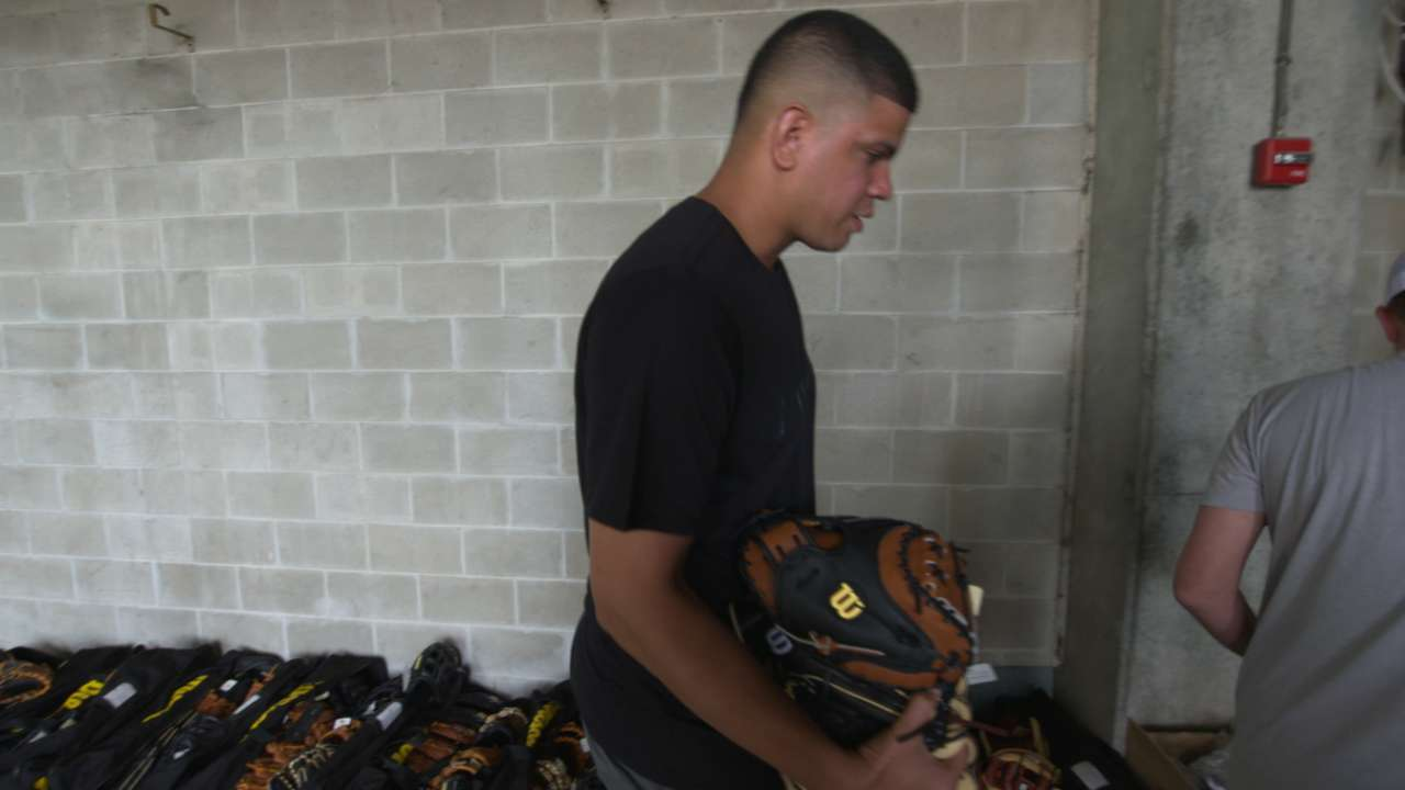 Glove Day 'like Christmas' for Yankees