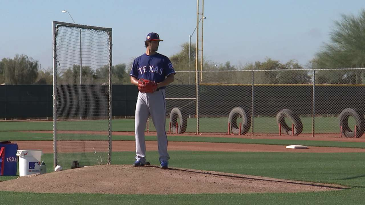 In first spring BP, Darvish breaks off a bat