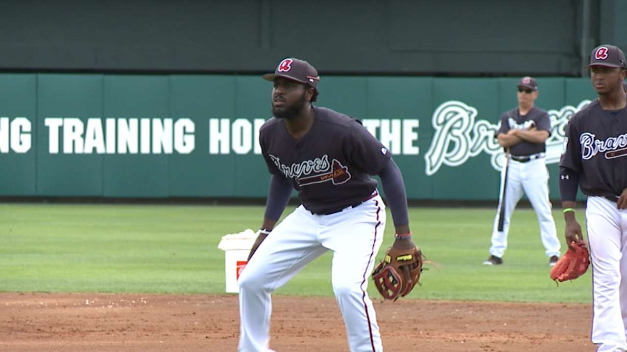 Braves' new additions take part in BP