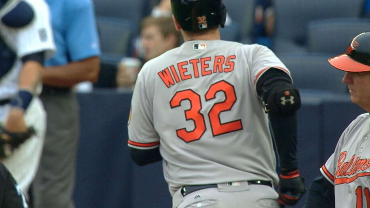 Nats reportedly sign Wieters