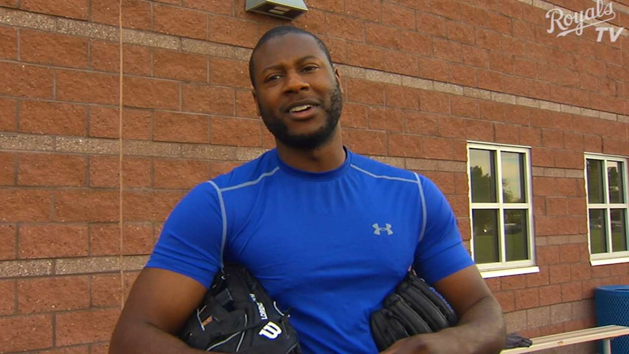 Cain sticks with original glove during visit from Wilson