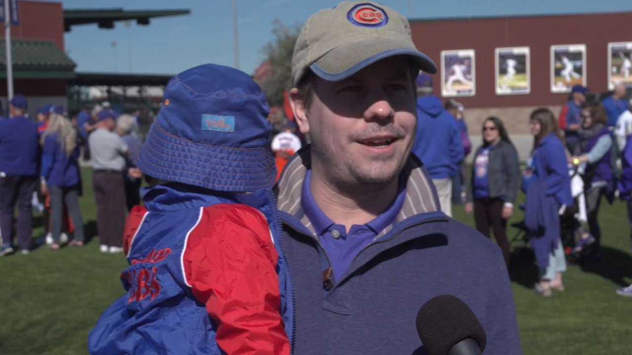 Cubs fans converge on Mesa for trophy rally