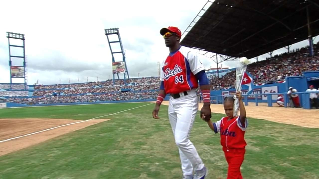 Cuban outfielder Garcia reports to Cards' camp