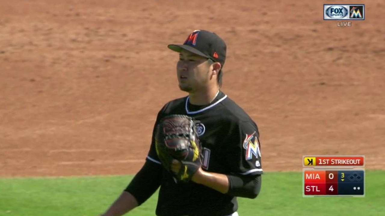Tazawa impresses with forkball in debut