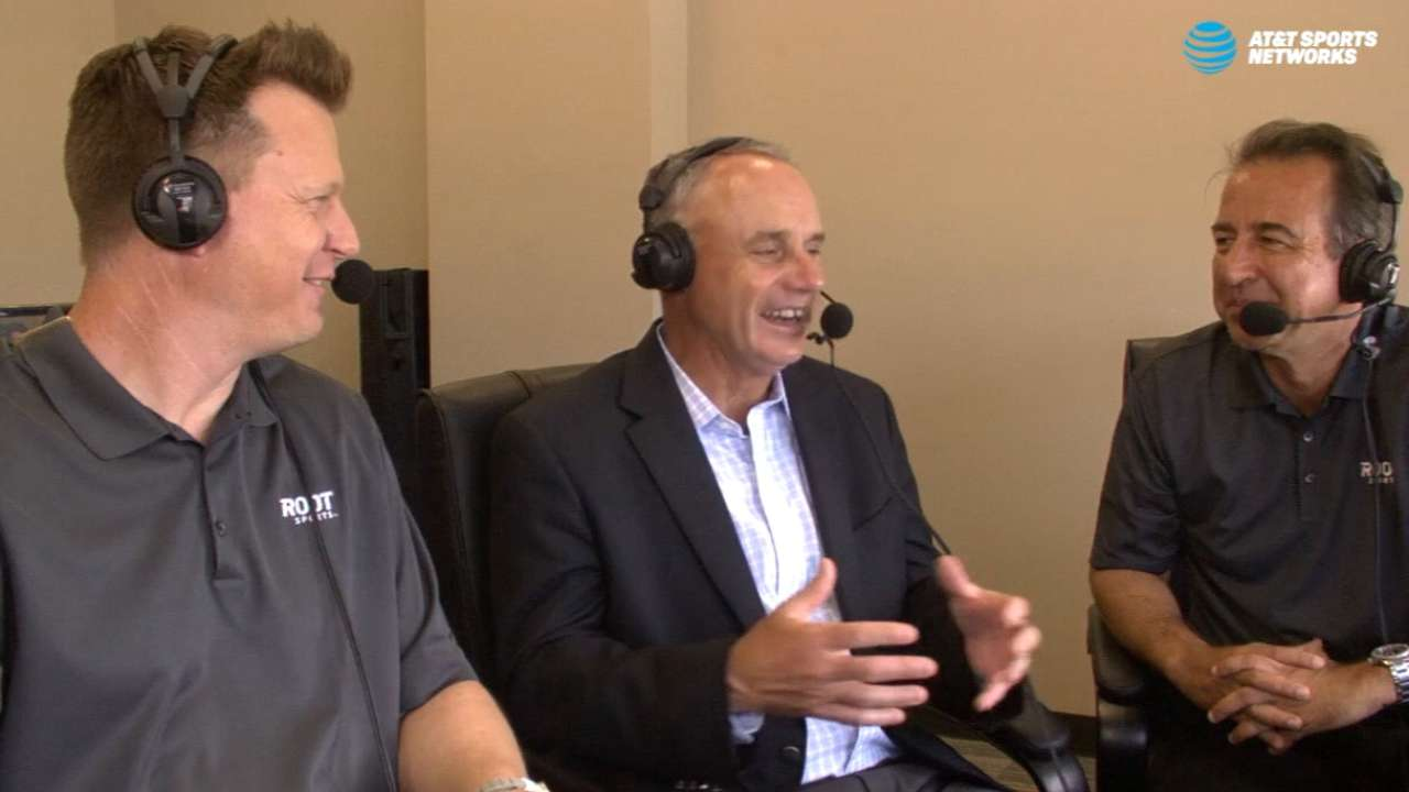 Manfred joins Astros booth