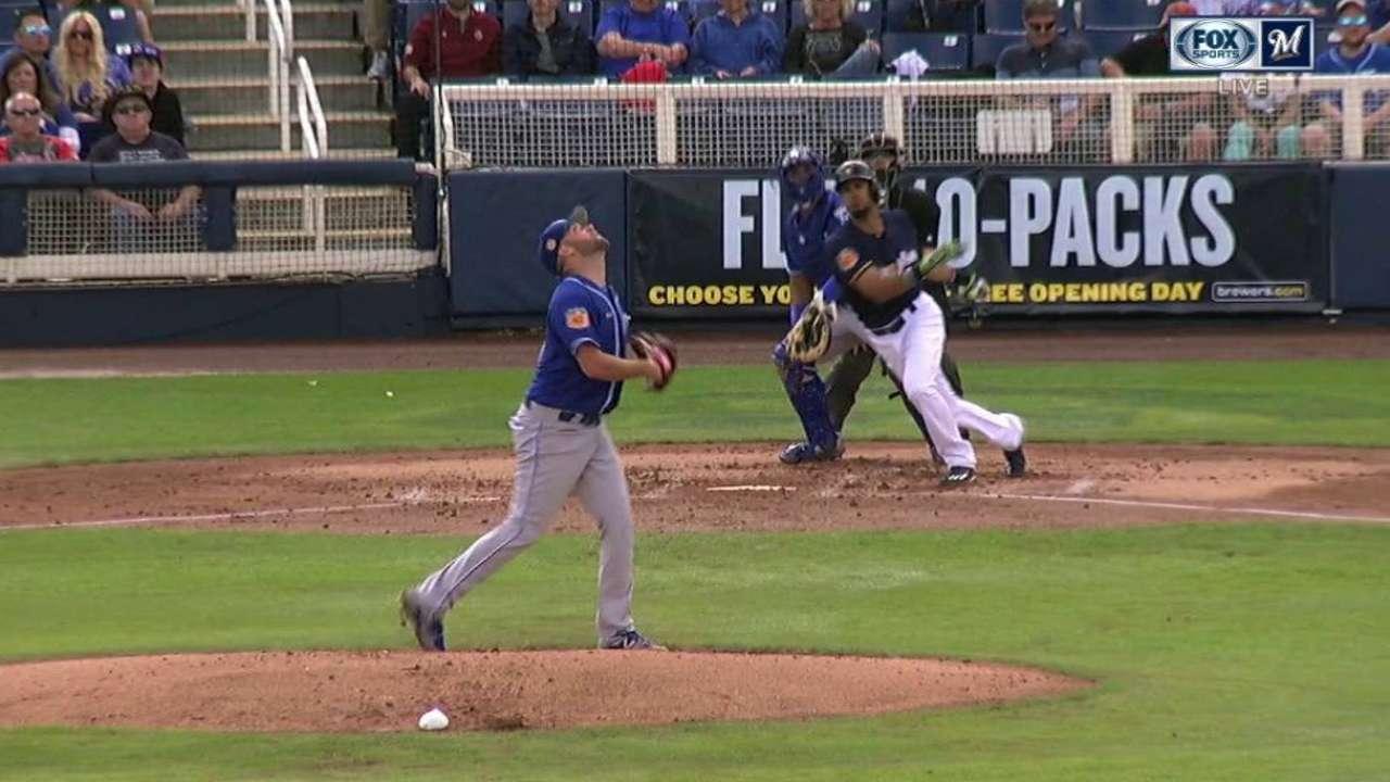Marlins ink Rivera, Shuck to Minors deals