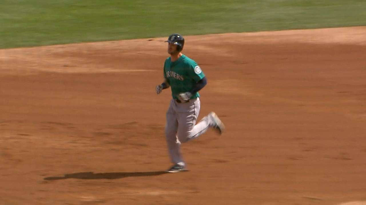 Mariners rap 14 hits in Felix's spring debut