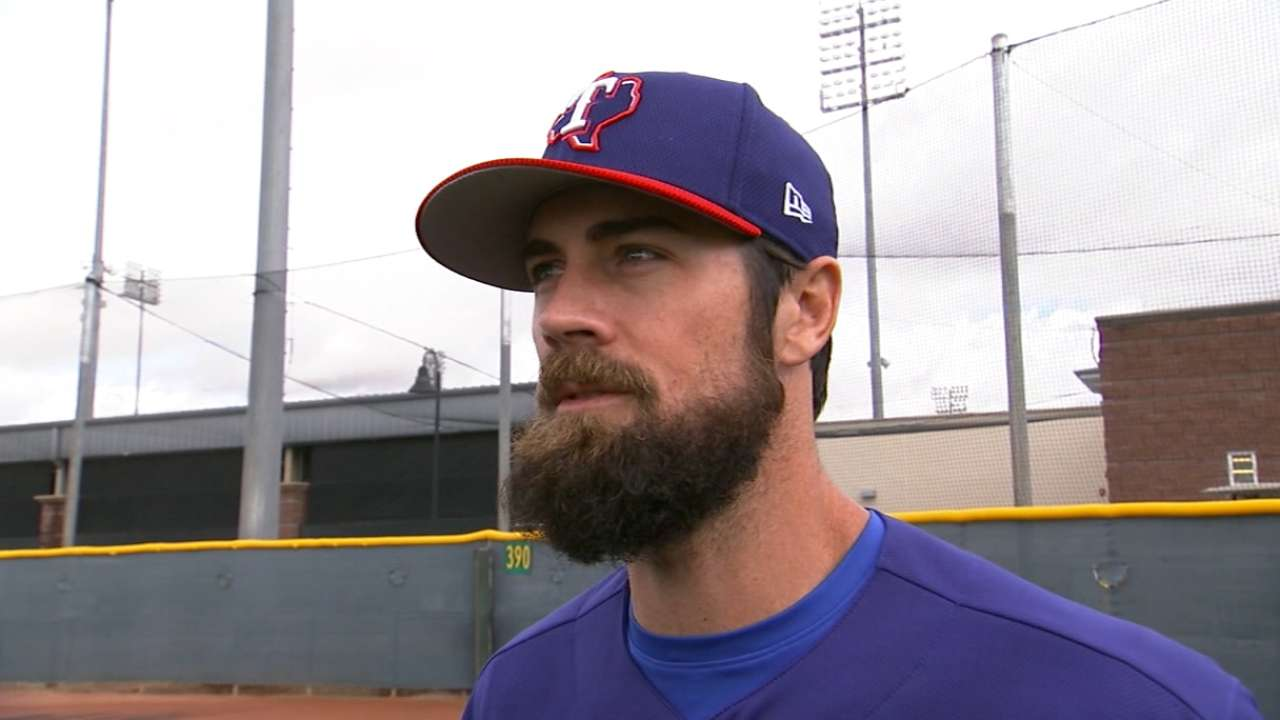 Hamels works out with prospect Ragans at Rangers camp