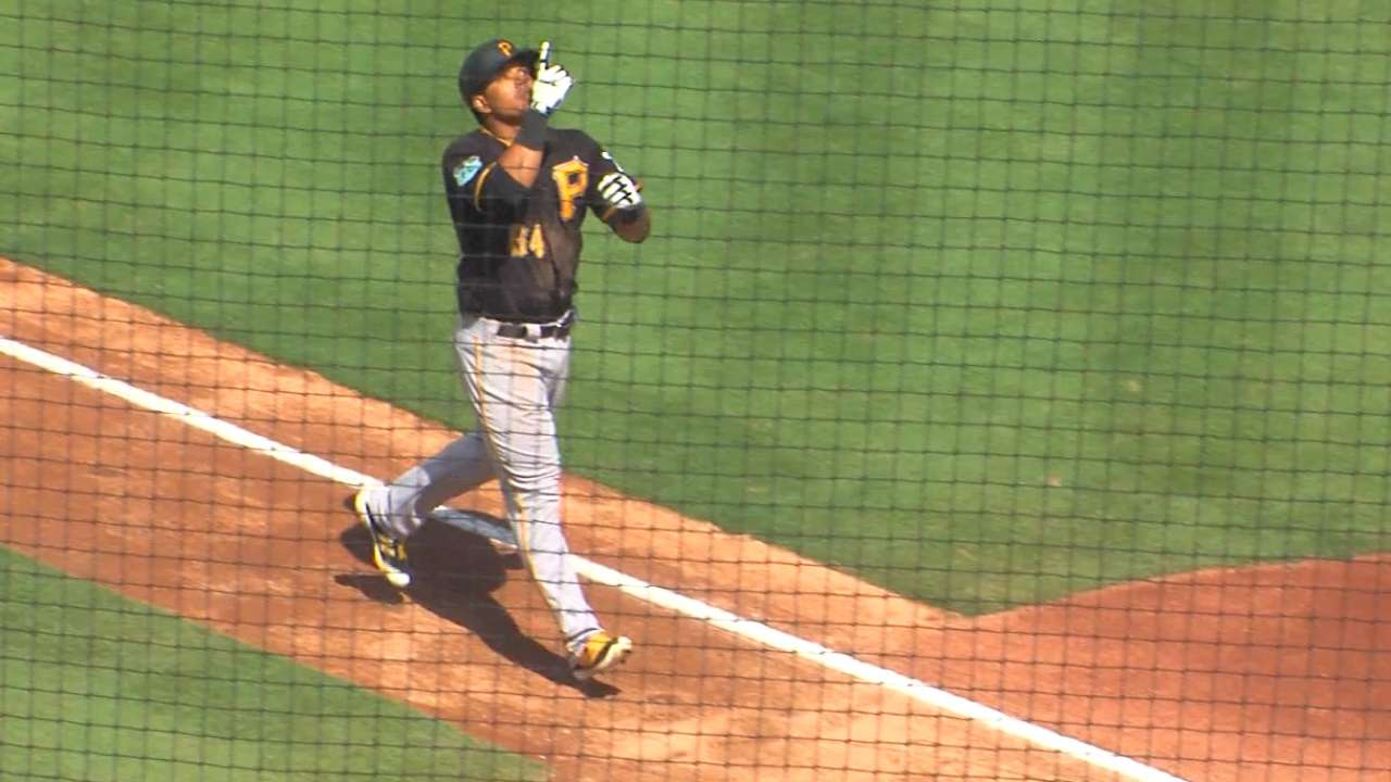Osuna's solo home run