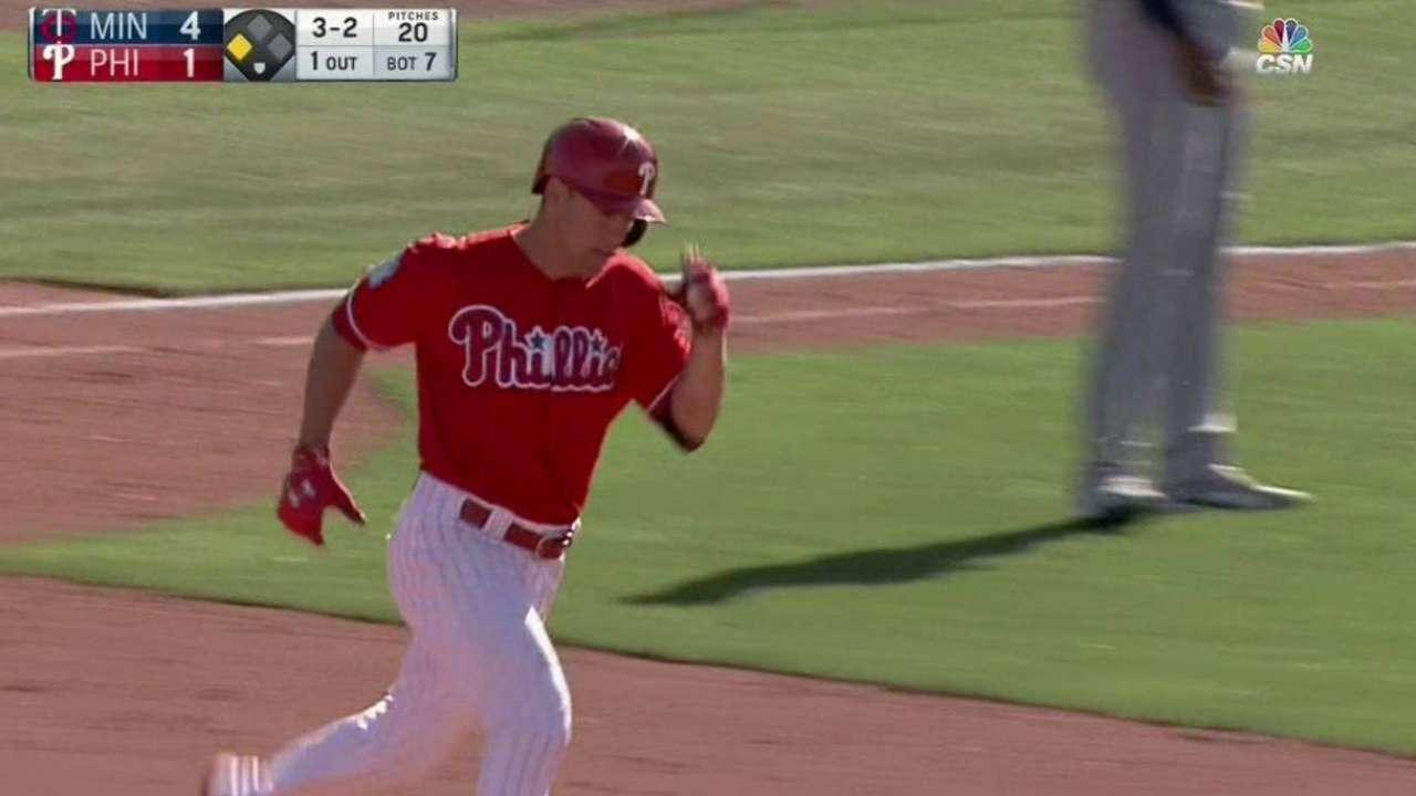 Kingery's two-run homer