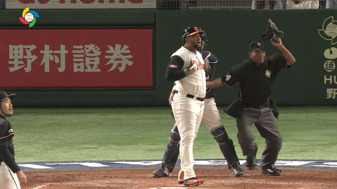 Balentien's two-run homer