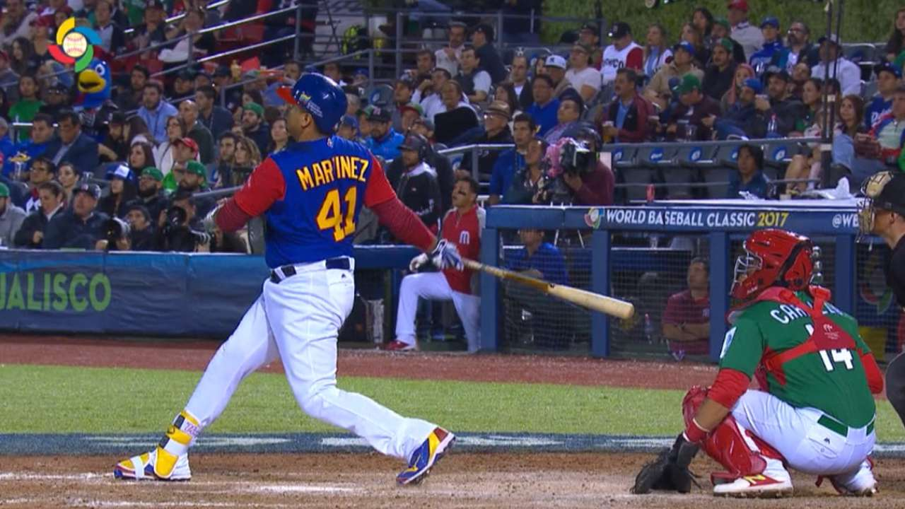 V-Mart's two-run homer