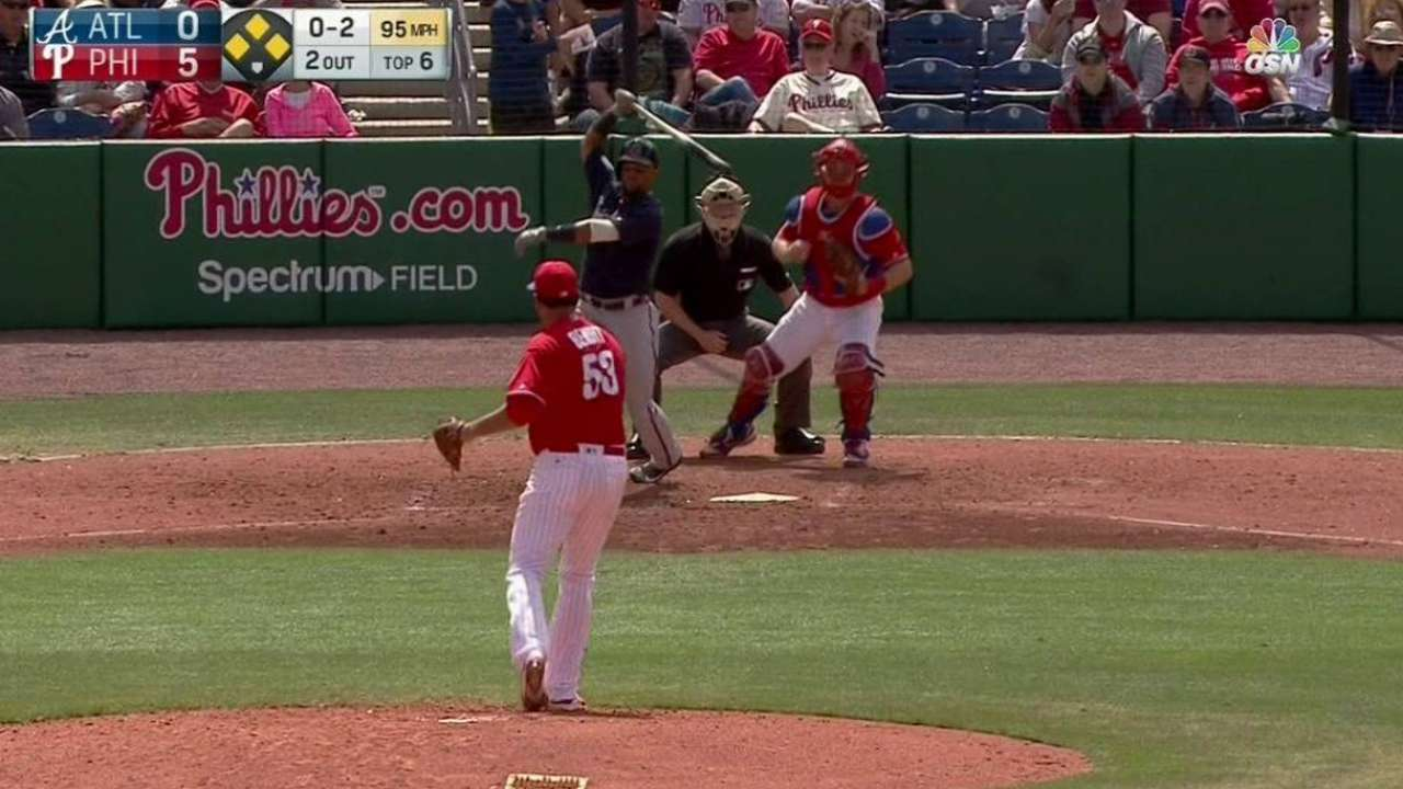 Benoit tabbed to close for Phillies
