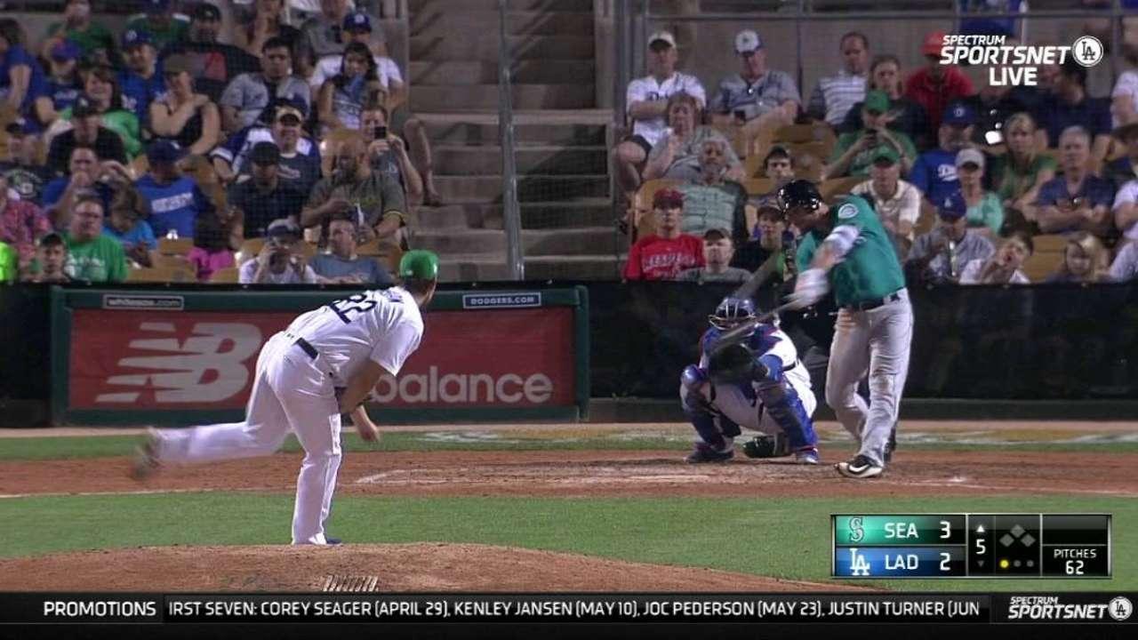 Mariners belt three home runs off Kershaw