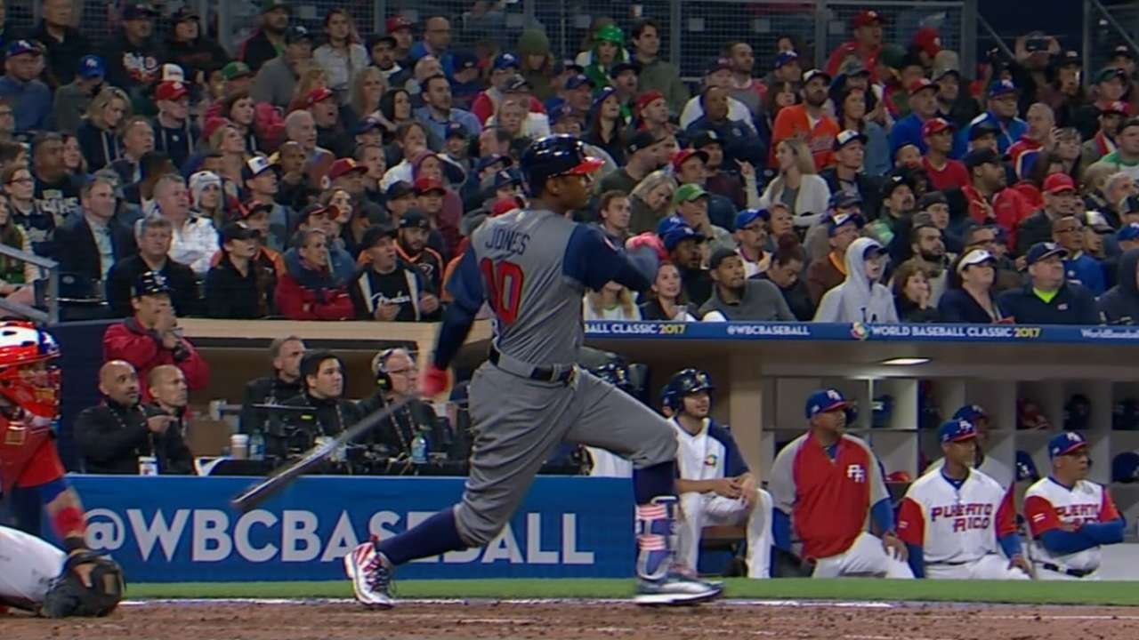 Jones' solo home run