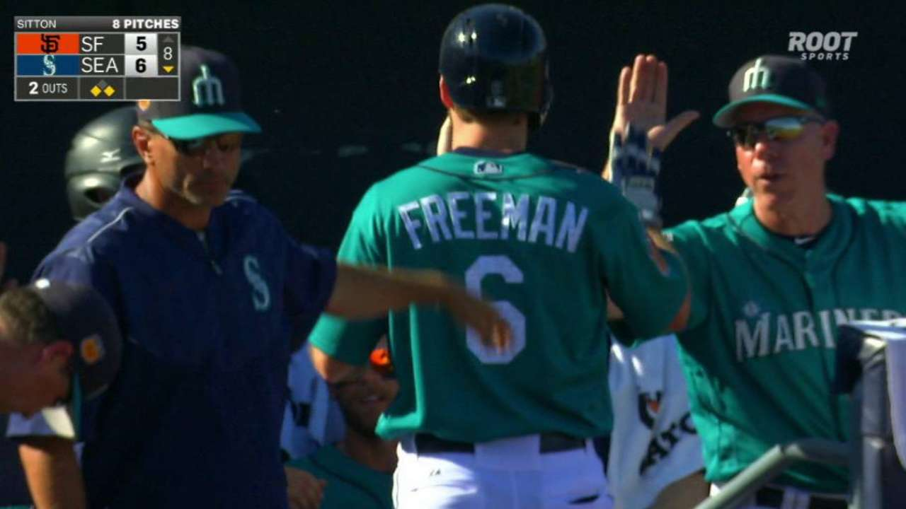 Mariners rally with 3-run 8th to beat Giants