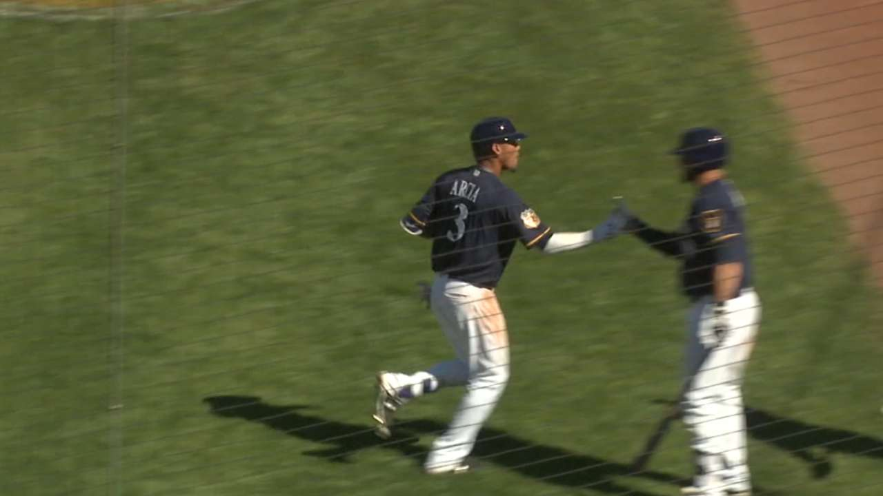 Family central to Arcia's rise to Brewers