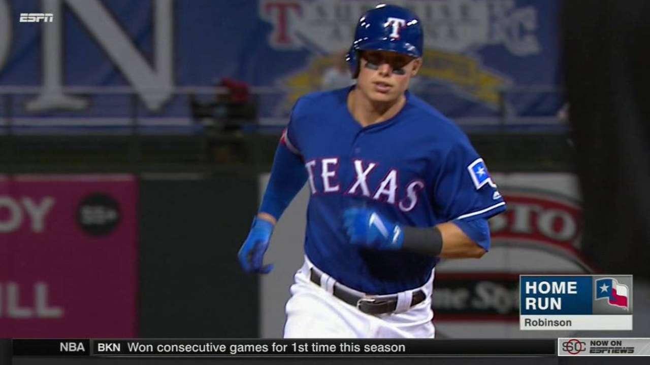 Robinson's two-run homer