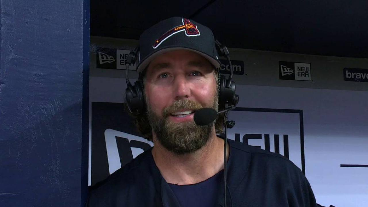 Braves push Dickey's '17 debut to Saturday