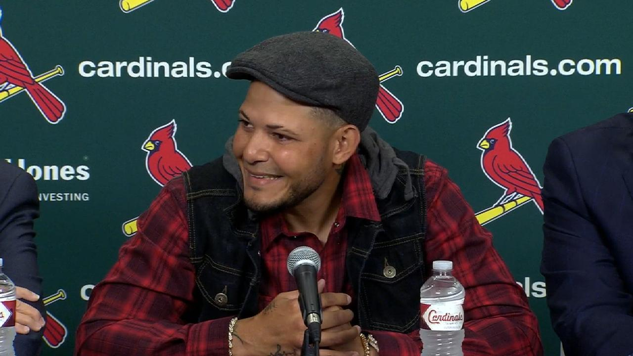 Cardinals, Molina finalize 3-year extension