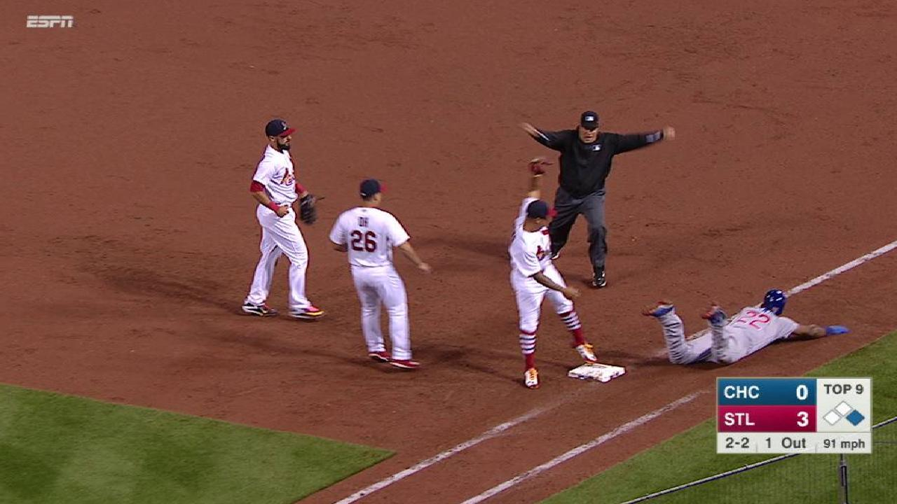 Heyward singles after miscue