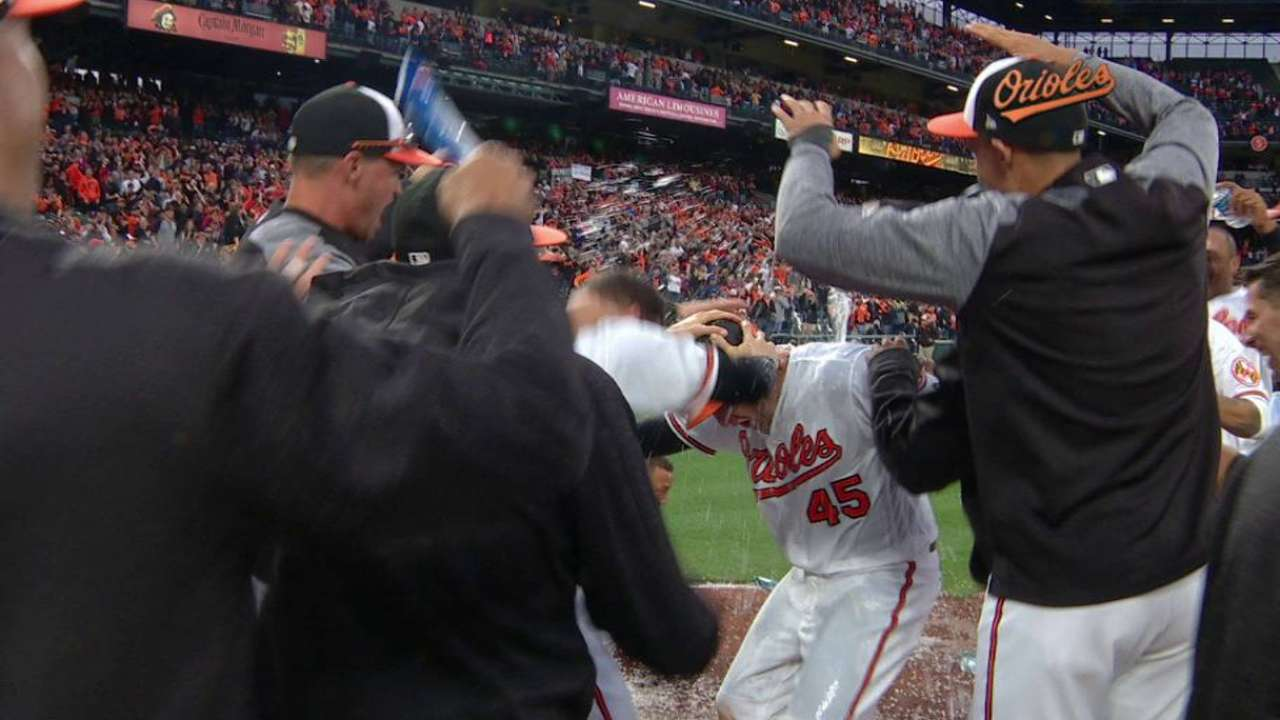 Trumbo's walk-off home run