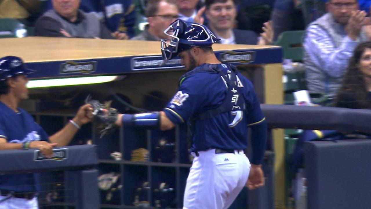 Pina throws out Parra at second