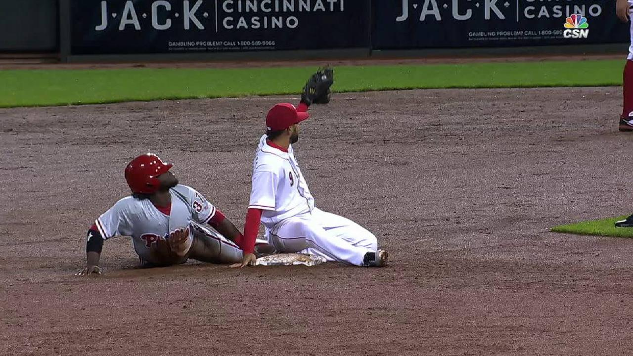 Herrera steals second