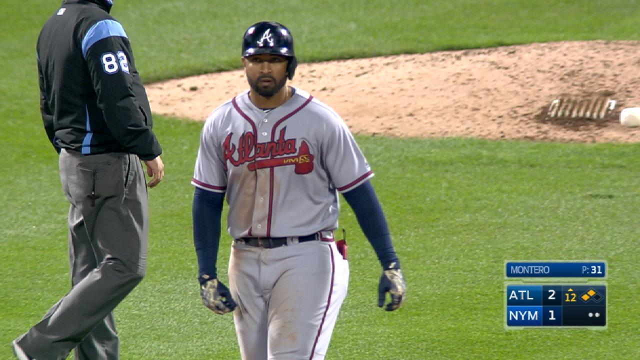 Braves sink Mets in 12 on Kemp's double