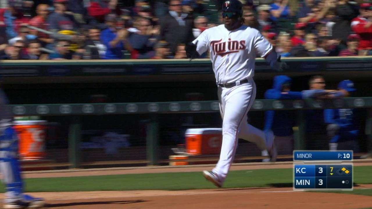 Castro's go-ahead RBI double