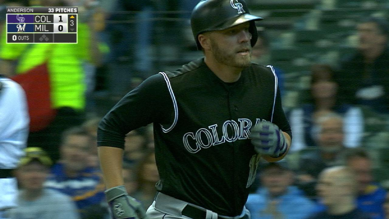 Reynolds dazzles with bat, glove