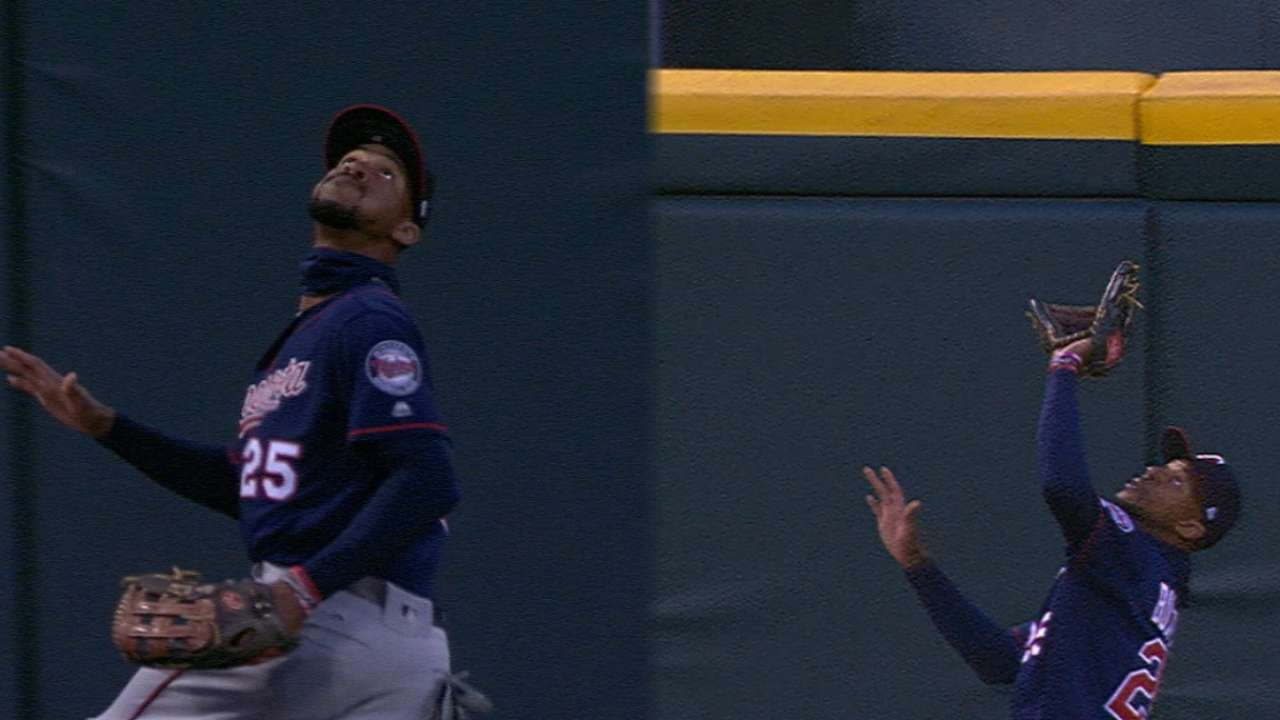 Leather goods: Twins outfield comes up big