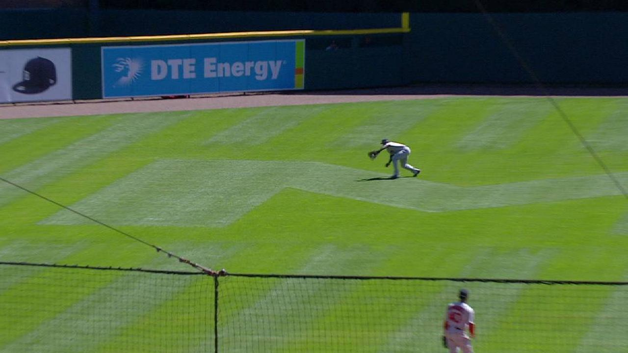 Bradley Jr.'s great diving grab