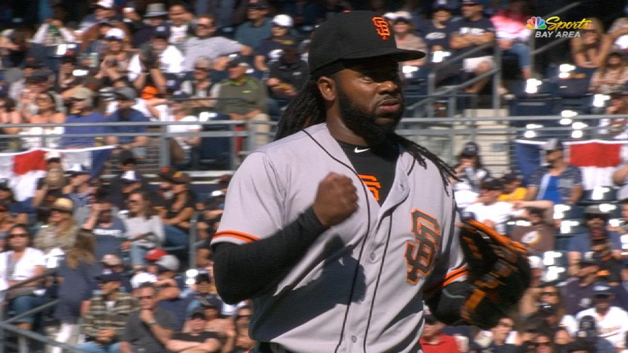 Cueto leads Giants to victory over Padres