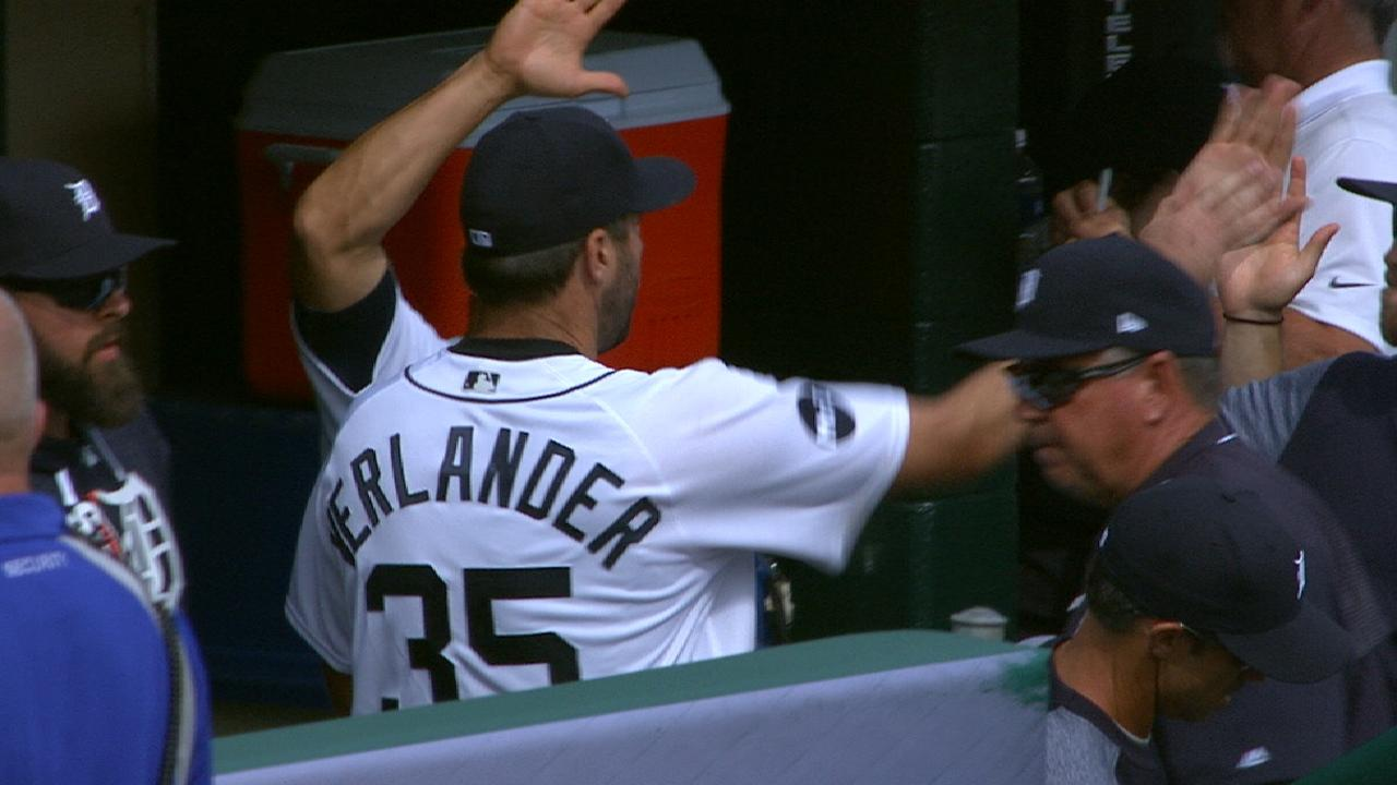 Verlander slows Sox with dangerous curves