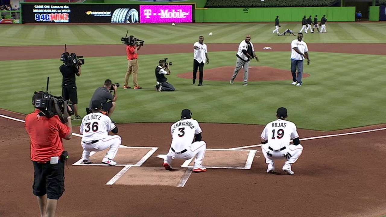 '97 World Series heroes throw out first pitches