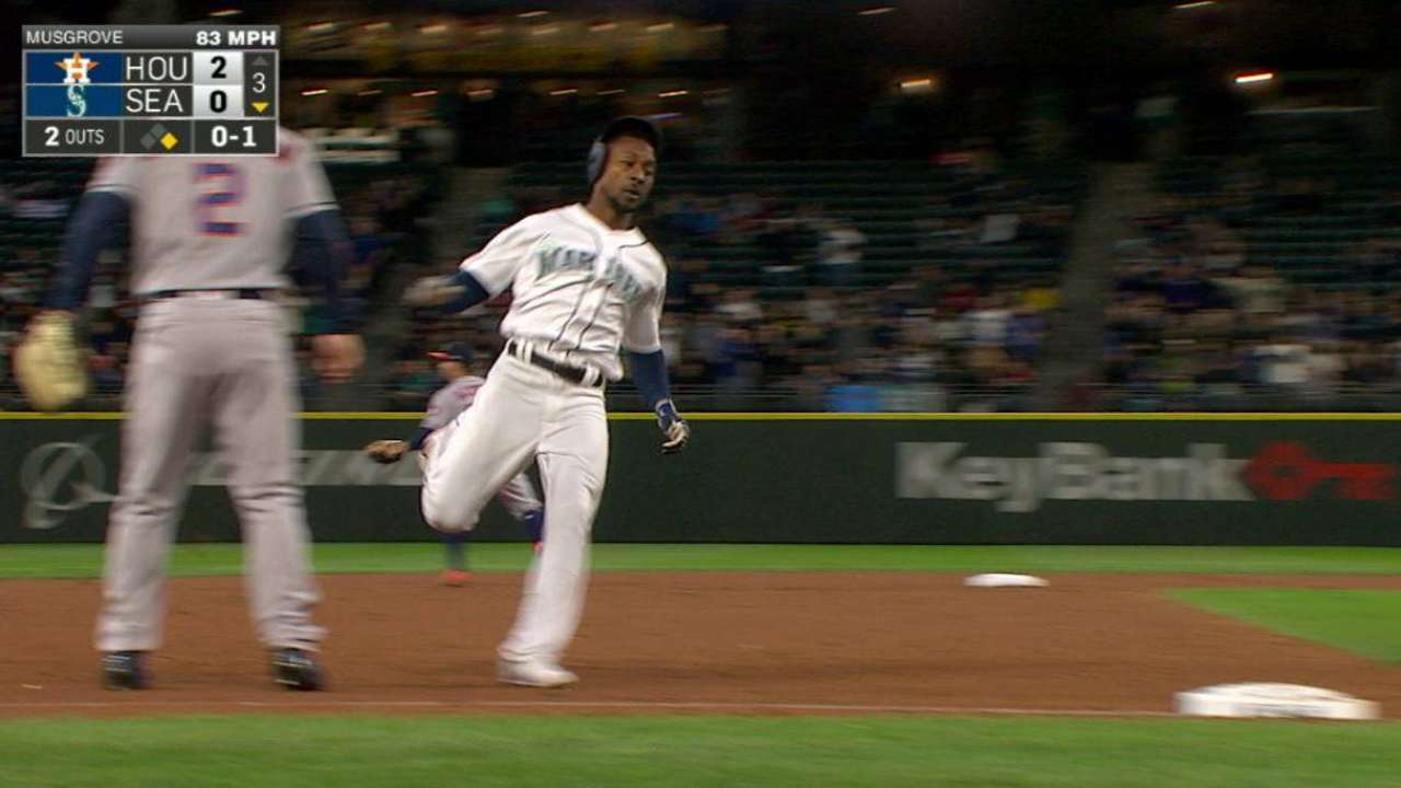Haniger's missed catch looms big in loss