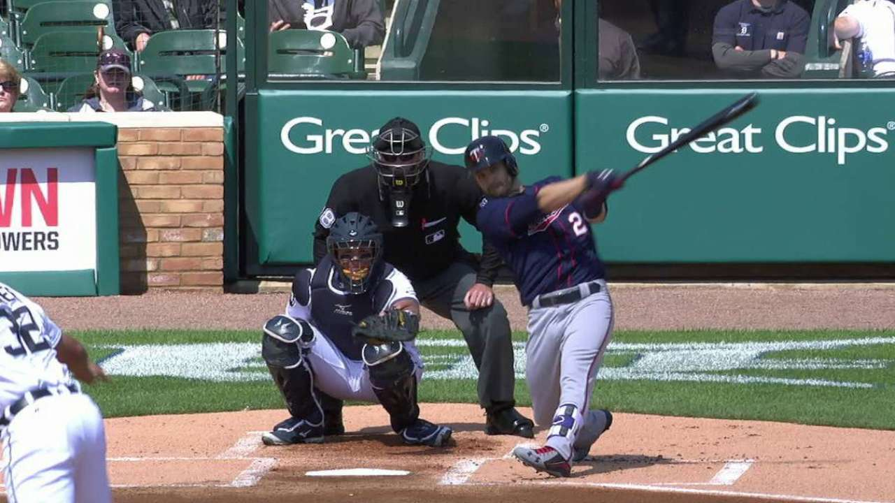 Dozier's homer not enough for Twins